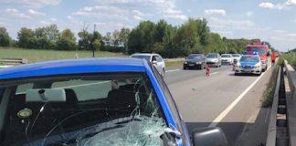 Das Bild zeigt das Fahrzeug des 27-jährigen Unfallverursachers in Unfallendposition. (Foto: Polizei RLP)