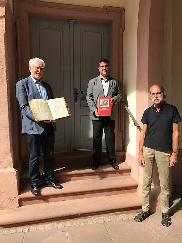 v.l.: Prof. Dr. Pirmin Spieß, Oberbürgermeister Marc Weigel, Dr. Johannes Weingart (Foto: Stadtverwaltung Neustadt)
