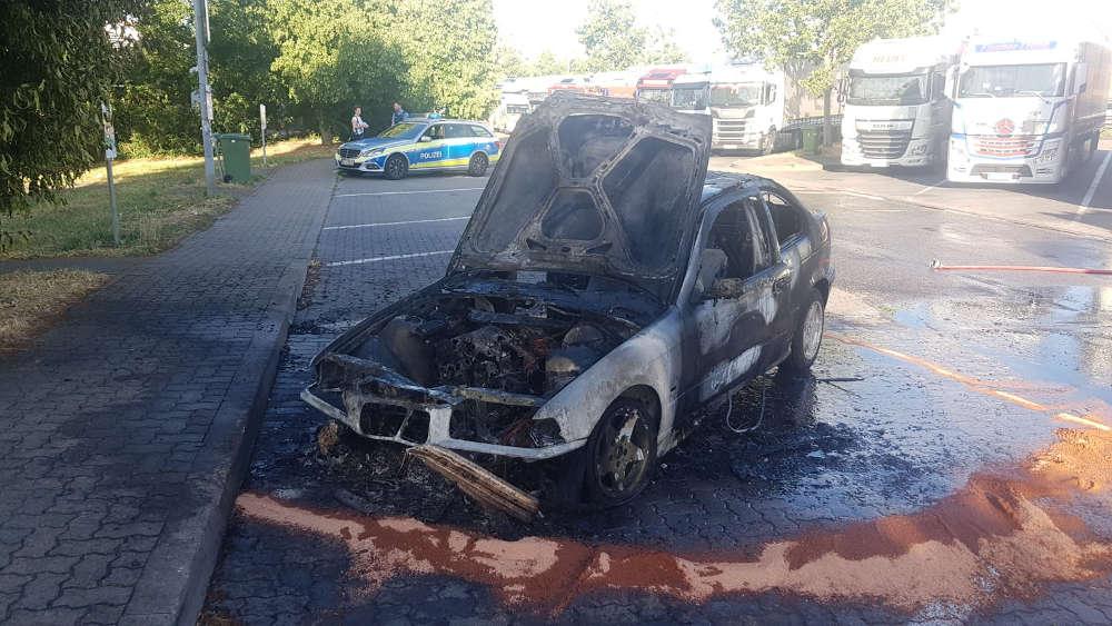 Ausgebrannter BMW (Foto: Polizei RLP)