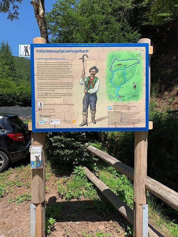 Schild mit Prospekthalter (Foto: Besucherinformationszentrum)