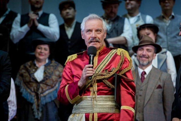 Pavel Fieber bei der Verleihung der Ehrenmitgliedschaft des Badischen Staatstheaters im März 2017. (Foto: Felix Grünschloß)