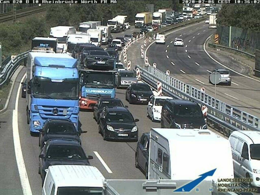Der Verkehr staut sich (Foto: LBM RLP)