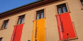 Fassadenbanner Internationales Filmfestival Mannheim-Heidelberg (Foto: Hannes Blank)