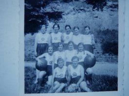 Sportgruppe des Bund Deutscher Mädel, vermutlich von Gimmeldingen, 1937 (Foto: Privatsammlung Hubert Eckel)