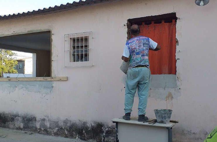 Die Renovierungsarbeiten beim Partnerverein von Capoeira-Karlsruhe in Campos dos Goytacazes in Brasilien sind im vollen Gange. Mit den Spenden der virtuellen Benefiz- Veranstaltungen können notwendige Sanitäranlagen gebaut werden. (Foto: Abadá- Capoeira Campos)