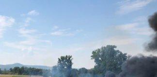 Der brennende PKW (Foto: Feuerwehr Neustadt)