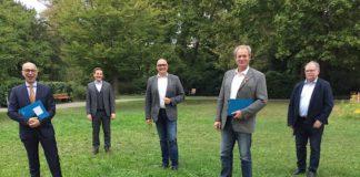 Der neugewählte Vorstand (v.l.): Martin Michel, Michael Möslang, Axel E. Fischer, Matthäus Vogel, Manfred Werner. (Foto: Volksbund/Volker Schütze)