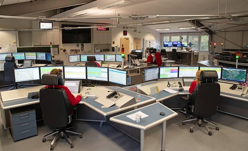 Disponentinnen und Disponenten bei der Arbeit in der ILS in Ladenburg. (Foto: Landratsamt Rhein-Neckar-Kreis)