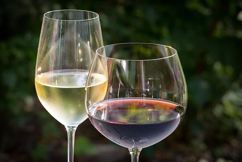 Symbolbild Weißwein Rotwein Weinglas (Foto: Pixabay/Thomas B.)