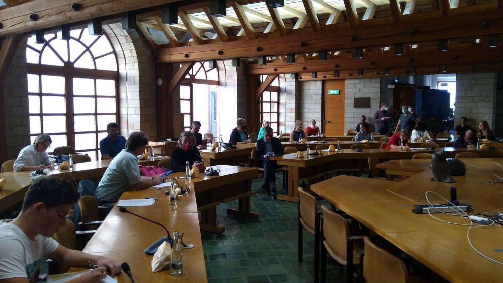 Zum Start und Kennenlernen trafen sich alle Beteiligten im Rathaus. (Foto: Stadtverwaltung Neustadt)