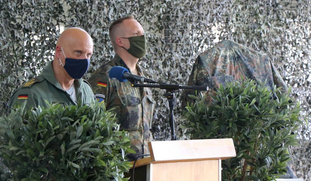 General Gerhartz hält die Laudatio zur Verleihung des Teampreis Inspekteur Luftwaffe (Foto: Bundeswehr/Melissa Crapanzano)