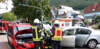 Zwei PKW waren kollidiert (Foto: Feuerwehr Neustadt)