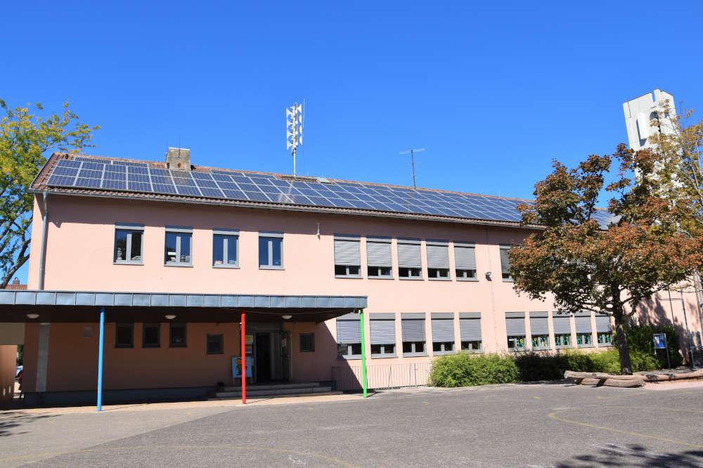 Die Sirene auf dem Dach der Grundschule Wollmesheimer Höhe wird am Samstag, 26. September, erneut getestet. (Quelle: Stadt Landau)