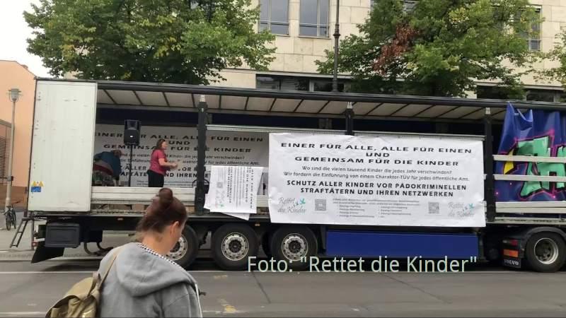 """Der Truck von """"Rettet die Kinder"""" in Berlin am 29.08.2020"""