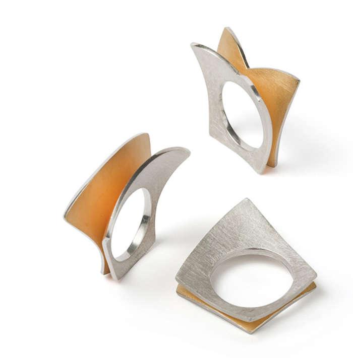 Schmetterling- und Sandringe von Gudrun Seyfert (Foto: Kunstwerk Ladengalerie)