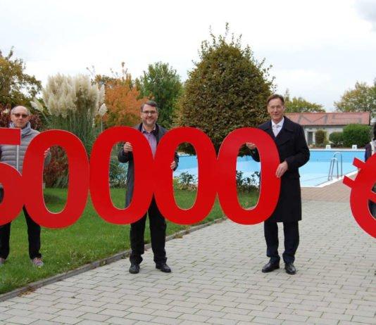 v.l.: Jürgen Abel (Vorsitzender Fördergemeinschaft), OB Marc Weigel, Dir. Georg Lixenfeld und Petra Bentz (Kassenwartin Fördergemeinschaft) (Foto: Sparkasse Rhein-Haardt)