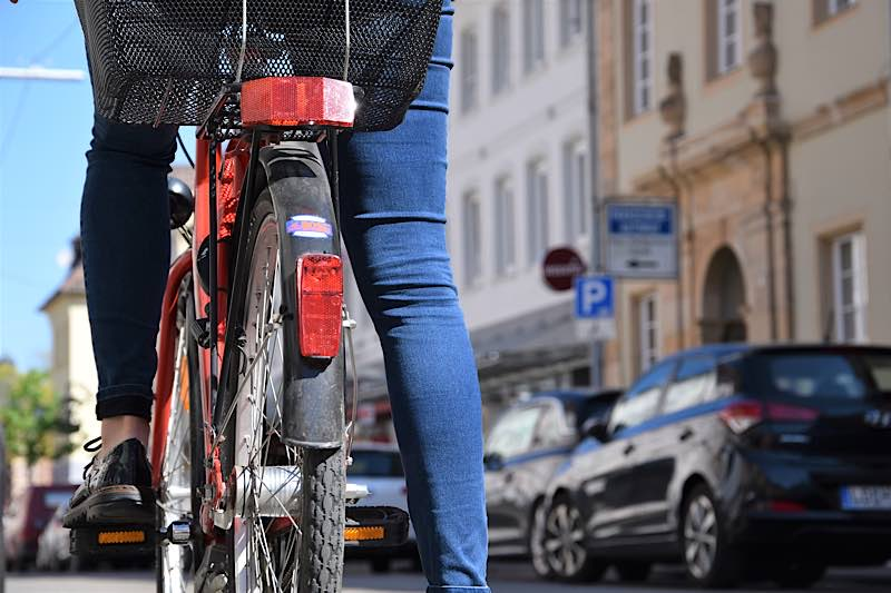 Eine deutliche Verbesserung für Fahrradfahrerinnen und Fahrradfahrer in Landau: Die Königstraße wurde in diesem Jahr für den gegenläufigen Radverkehr freigegeben. (Quelle: Stadt Landau)