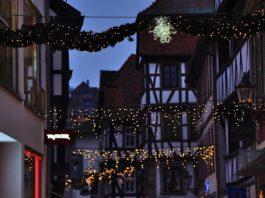 Weihnachtliche Beleuchtung in der Neustadter Hauptstraße (Foto: Holger Knecht)