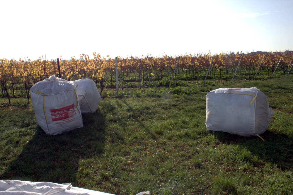 Bigbags mit asbesthaltigen Wellfaserplatten und KMF (Foto: Polizei RLP)