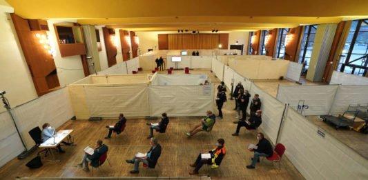 Bad Dürkheim Salierhalle Landesimpfzentrum (Foto: Holger Knecht)