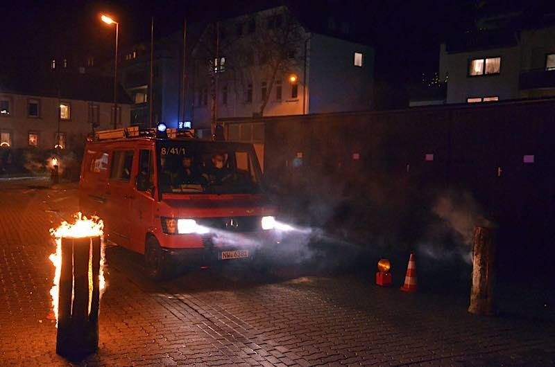 Bescherung im Drive-In (Foto: Feuerwehr Neustadt)