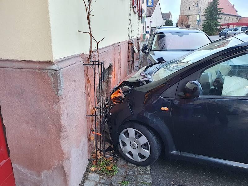 Verunfallter PKW (Foto: Polizei RLP)