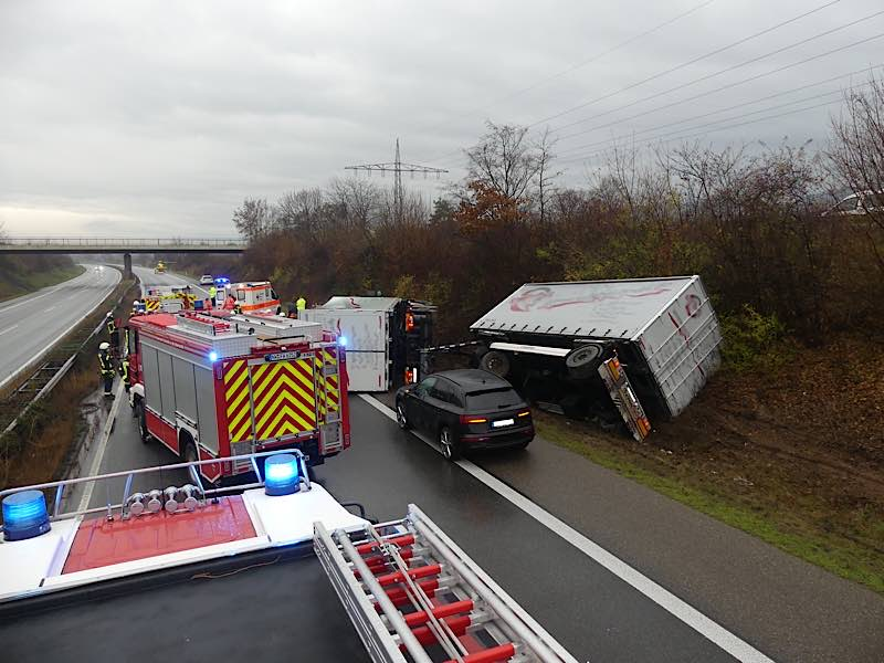 Vollsperrung der BAB 65 (Foto: Feuerwehr Neustadt)