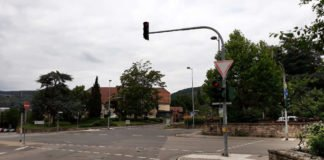 Die Lichtzeichenanlage am Rosengarten (Foto: Stadtverwaltung Neustadt)