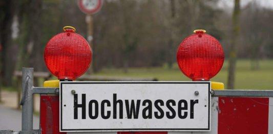 Symbolbild Hochwasser Sperrung (Foto: Holger Knecht)