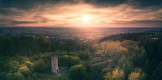 Auch am Hirschkopfturm in Weinheim führt der Burgensteig vorbei. (Foto: Jeffrey Groneberg)