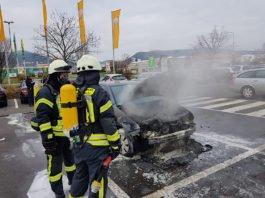 An dem Fahrtzeug entstand ein wirtschaftlicher Totalschaden (Foto: Feuerwehr Neustadt)