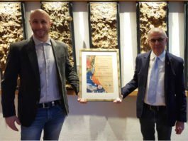 v.r.: Ordensmeister Oliver Stieß mit Frank Schäfer (Foto: Weinbruderschaft der Pfalz)