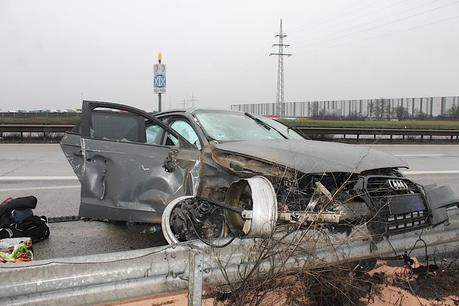 Unfallfahrzeug (Foto: Polizei RLP)