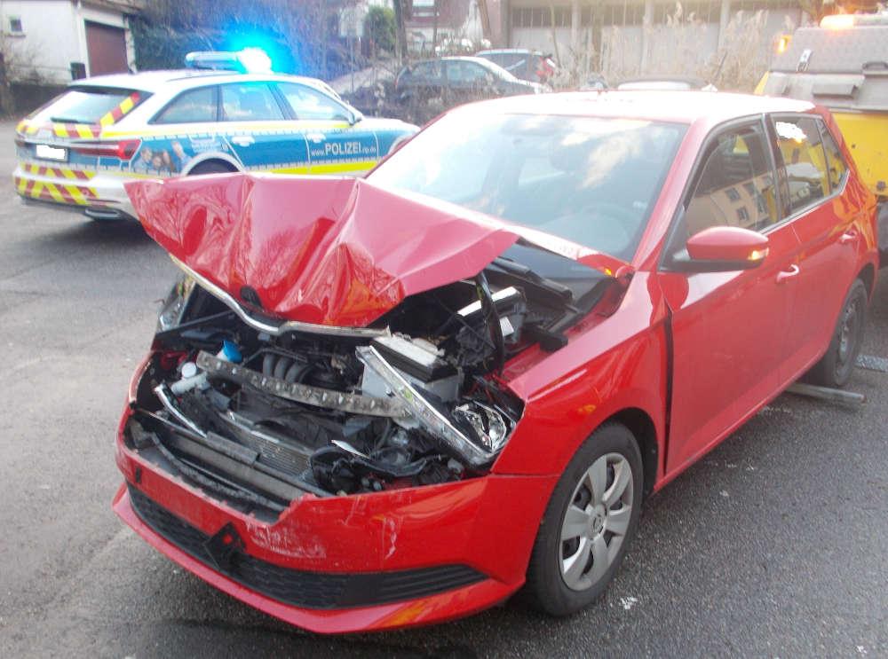 Schaden am PKW der Unfallverursacherin (Foto: Polizei RLP)