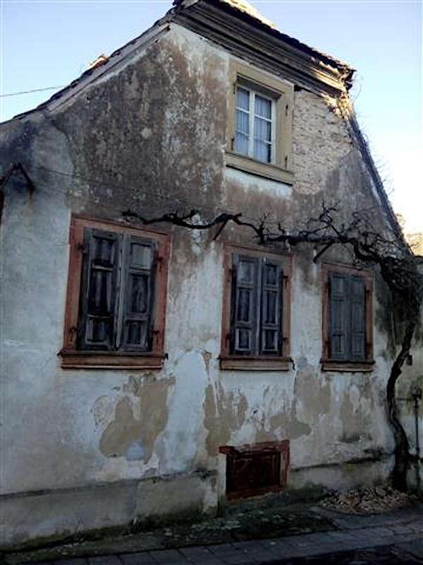 Das einsturzgefährdete Haus (Foto: Polizei Neustadt)