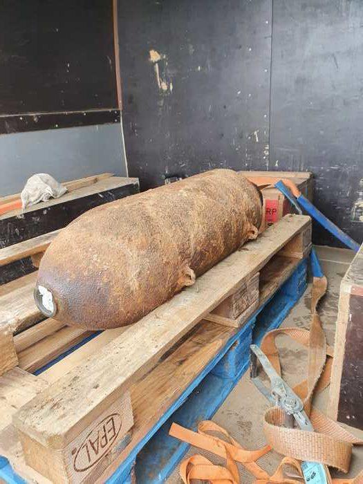 Die entschärfte Bombe beim Abtransport