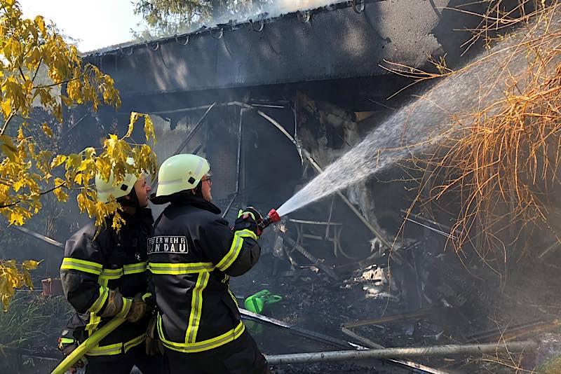 Im Steingebiß kam es im August 2020 zu einem großen Gebäudebrand, bei dem mehr als 50 Einsatzkräfte der Feuerwehr über 14 Stunden lang im Einsatz waren. (Quelle: Stadt Landau)