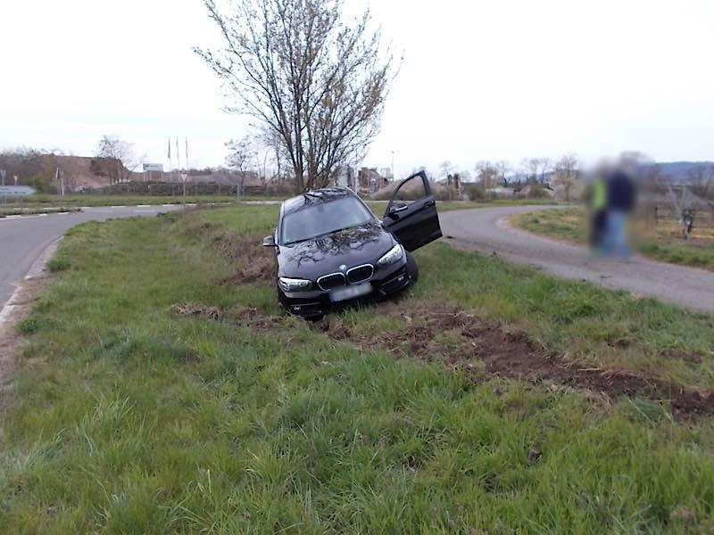 Der unfallbeschädigte BMW (Foto: Polizei RLP)