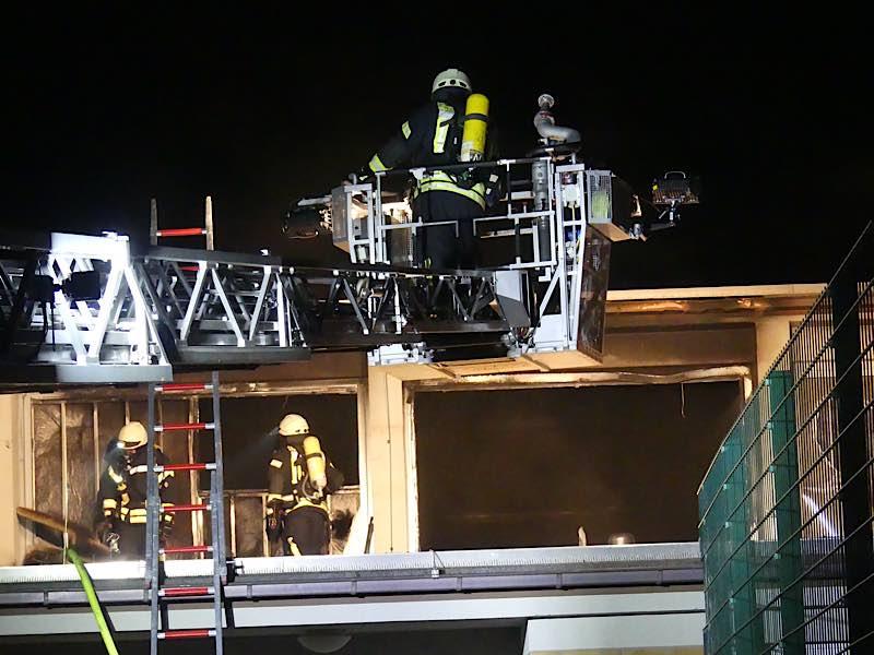 Löscharbeiten (Foto: Feuerwehr Neustadt)