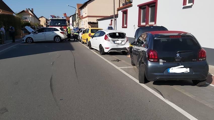 Die Unfallstelle in der Brahmsstraße (Foto: Feuerwehr Haßloch)
