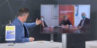 Zuschaltung der TechnologieRegion Karlsruhe in die Prämierungsveranstaltung. (v.l.) Moderator Michael Antwerpes, Projektleiterin Dr. Petra Jung-Erceg, Aufsichtsratsvorsitzender der TechnologieRegion Karlsruhe GmbH und Oberbürgermeister der Stadt Karlsruhe Dr. Frank Mentrup und Geschäftsführer der TechnologieRegion Karlsruhe GmbH Jochen Ehlgötz (Bildrechte: TRK GmbH)