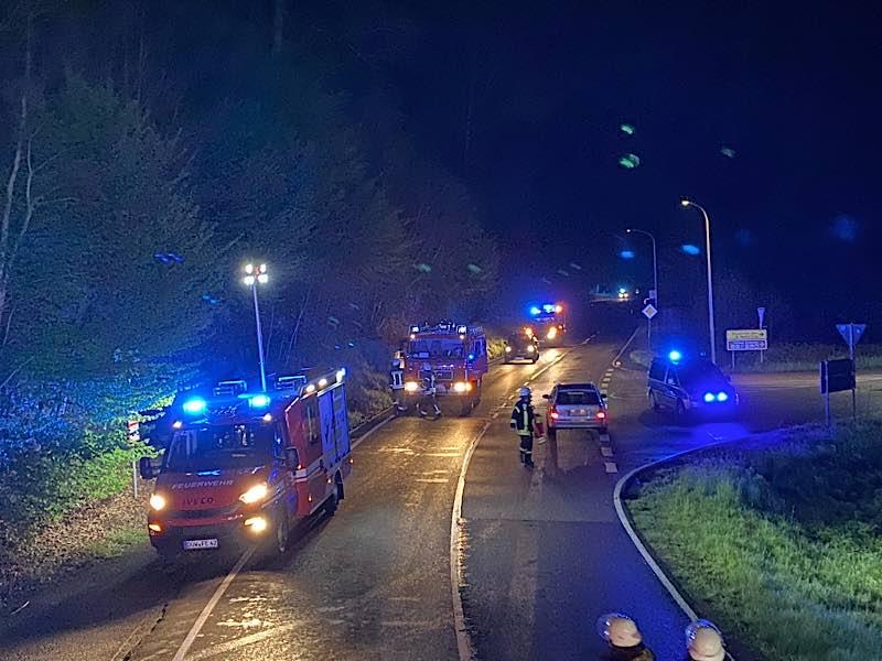 Einsatzfahrzeuge an der Einsatzstelle (Foto: Presseteam der Feuerwehr VG Lambrecht)