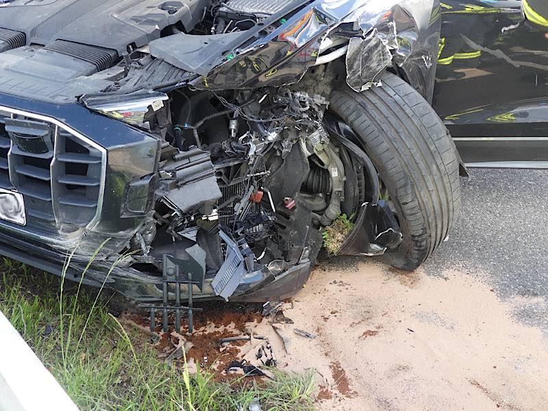 Der beschädigte Audi (Foto: Feuerwehr Neustadt)