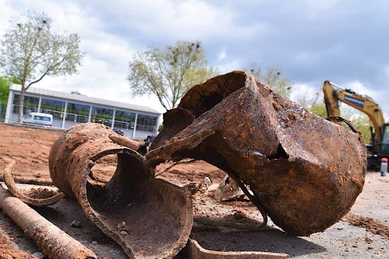 Was man im Landauer Boden nicht so alles findet: Eine Kampfmittelfachfirma hat jetzt den Boden unter der abgerissenen SÜWEGA-Halle untersucht. (Quelle: Stadt Landau)
