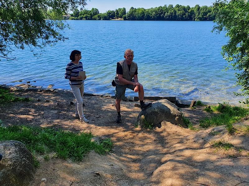 Jutta Ehmsen und Roland Robra am Waidsee (Foto: Stadtverwaltung Weinheim)