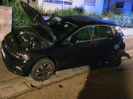 Der beschädigte PKW (Foto: Polizei RLP)