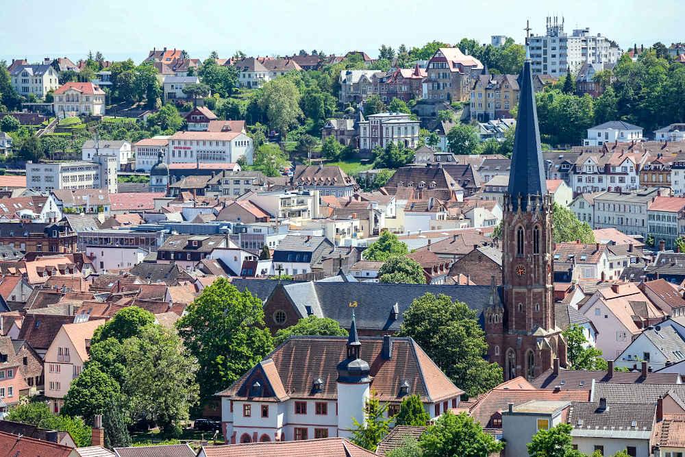 Die Marienkirche und das Casimirianum in Neustadt an der Weinstraße (Foto: Holger Knecht)
