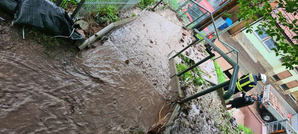 Wasser- und Schlammmassen (Foto: Presseteam der Feuerwehr VG Lambrecht)