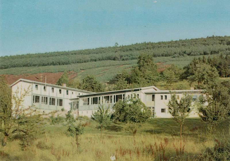 Anfangszeit der Pfalzakademie in Lambrecht: das Gebäude um 1956(Foto: Zentralarchiv des Bezirksverbands Pfalz)