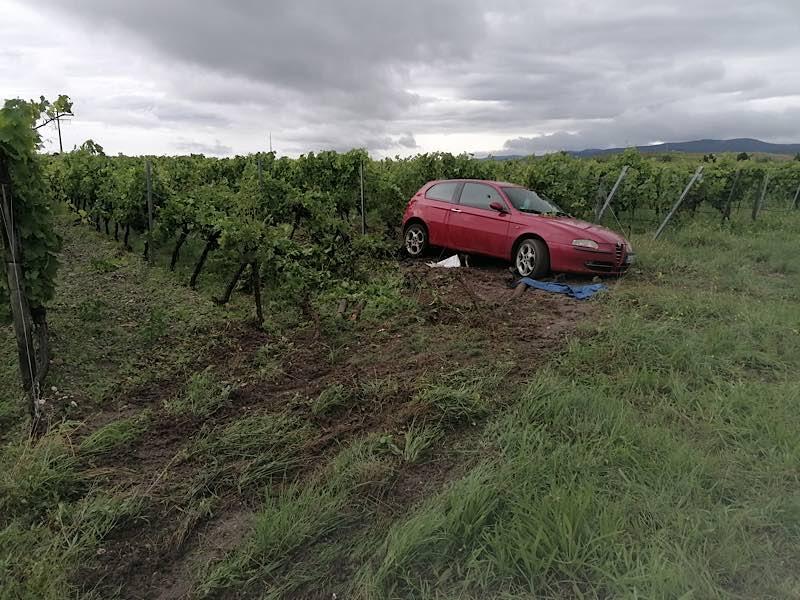 Unfallbeschädigtes Fahrzeug (Foto: Polizei RLP)